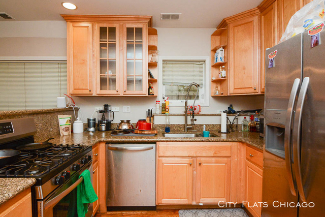 2 Bedrooms, West Town Rental in Chicago, IL for $1,849 - Photo 2
