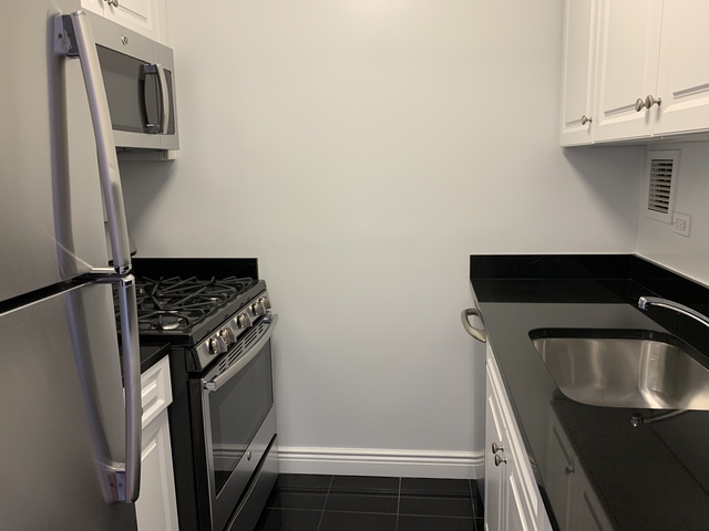 2 Bedrooms, Yorkville Rental in NYC for $3,488 - Photo 2