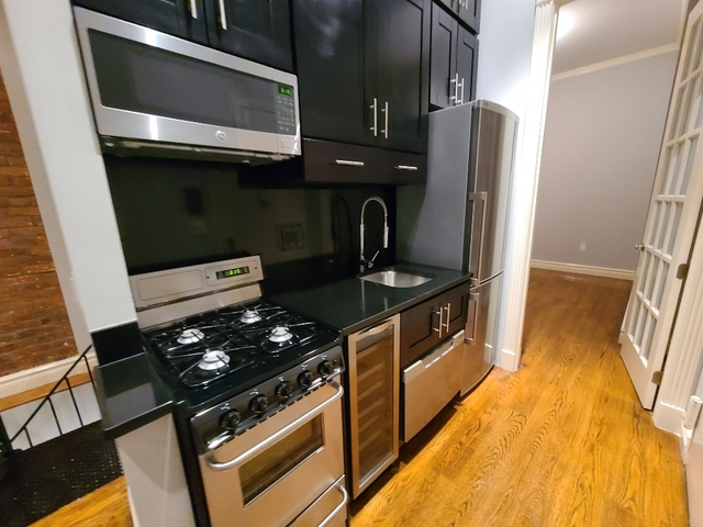 3 Bedrooms, West Village Rental in NYC for $5,200 - Photo 2