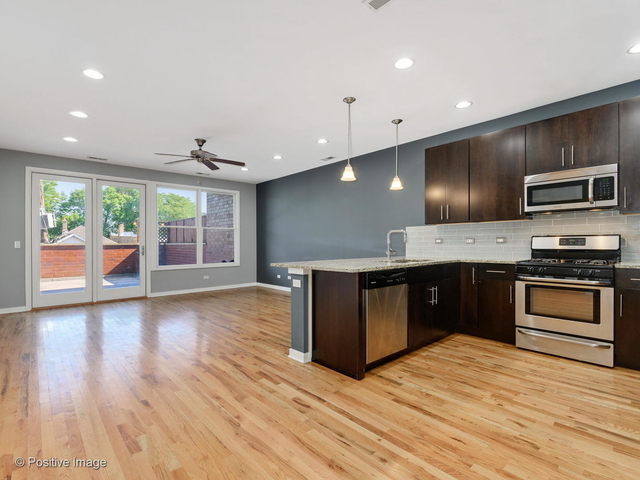 2 Bedrooms, North Center Rental in Chicago, IL for $3,000 - Photo 2