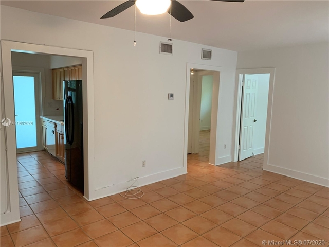 2 Bedrooms, Northeast Coconut Grove Rental in Miami, FL for $2,650 - Photo 2