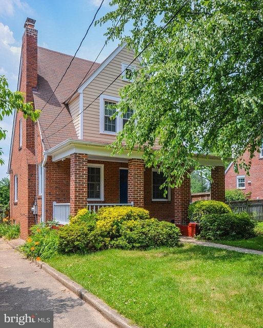 2 Bedrooms, Waverly Hills Rental in Washington, DC for $3,000 - Photo 1
