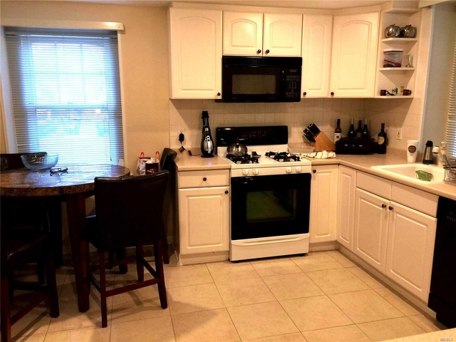 2 Bedrooms, Roslyn Rental in Long Island, NY for $3,200 - Photo 1