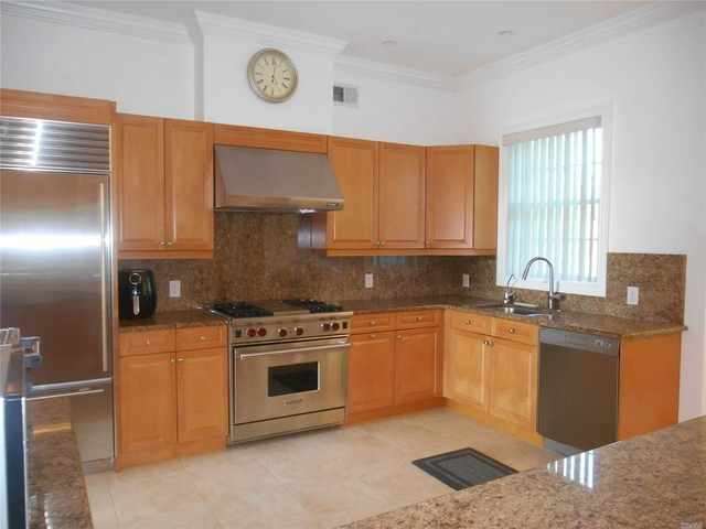 3 Bedrooms, North Hills Rental in Long Island, NY for $7,500 - Photo 2