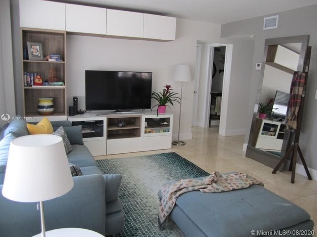 2 Bedrooms, Coral Gables Rental in Miami, FL for $2,400 - Photo 2