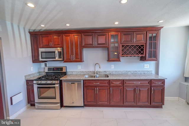 2 Bedrooms, Waverly Hills Rental in Washington, DC for $1,950 - Photo 2