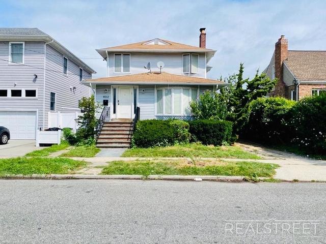 5 Bedrooms, Cedarhurst Rental in Long Island, NY for $3,850 - Photo 1