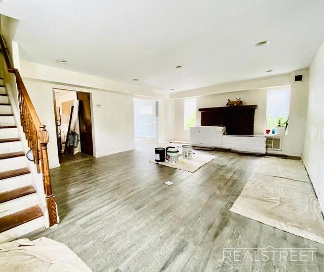 5 Bedrooms, Cedarhurst Rental in Long Island, NY for $3,850 - Photo 2