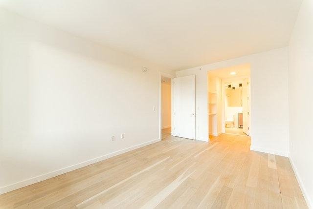2 Bedrooms, Long Island City Rental in NYC for $3,759 - Photo 2