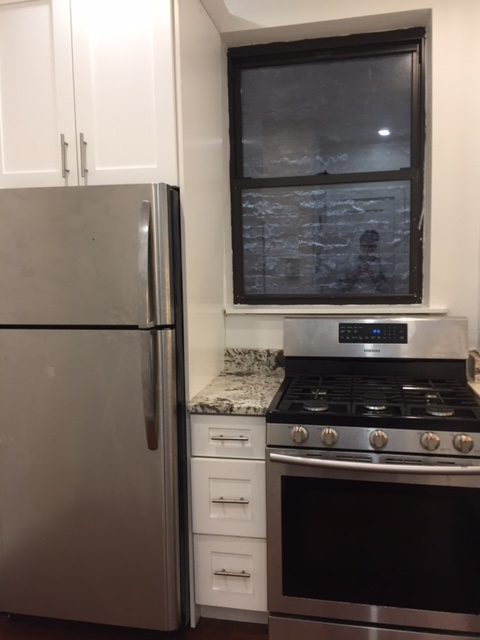 3 Bedrooms, Upper East Side Rental in NYC for $3,400 - Photo 2