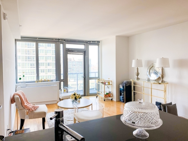 2 Bedrooms, Hunters Point Rental in NYC for $4,691 - Photo 1