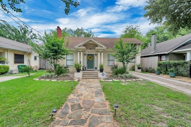 3 Bedrooms, Neartown - Montrose Rental in Houston for $2,950 - Photo 2