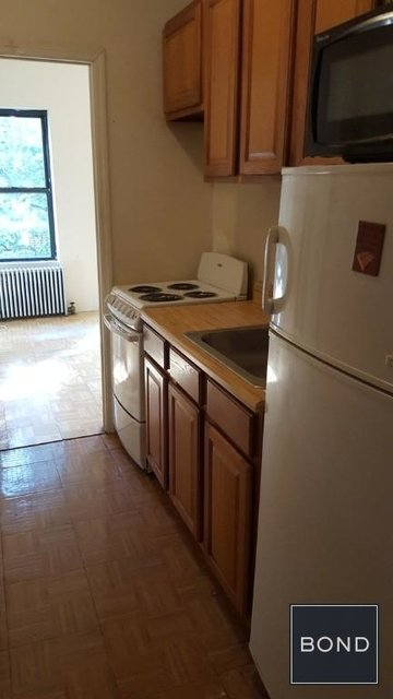 3 Bedrooms, Yorkville Rental in NYC for $3,300 - Photo 2