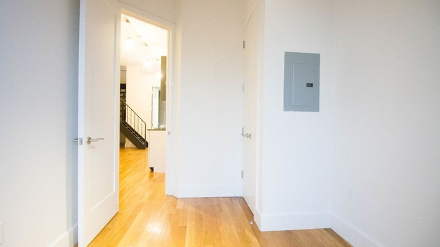 3 Bedrooms, Williamsburg Rental in NYC for $3,458 - Photo 2