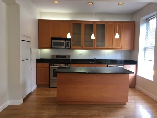 3 Bedrooms, Lakeview Rental in Chicago, IL for $2,800 - Photo 2
