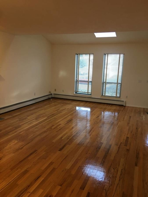 2 Bedrooms, Manorhaven Rental in Long Island, NY for $3,250 - Photo 2