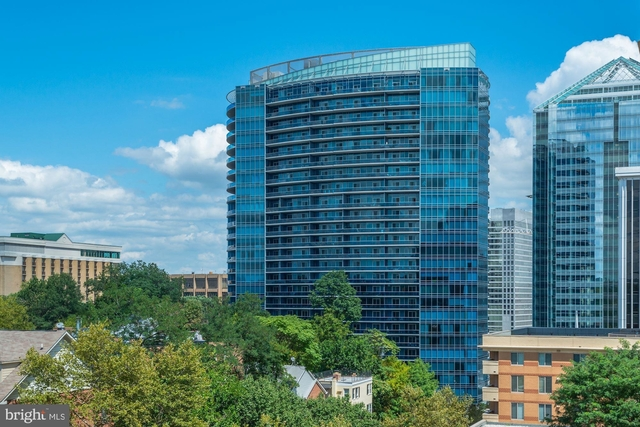 2 Bedrooms, North Rosslyn Rental in Washington, DC for $5,000 - Photo 2