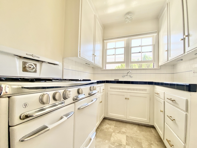 1 Bedroom, Hollywood United Rental in Los Angeles, CA for $2,195 - Photo 2