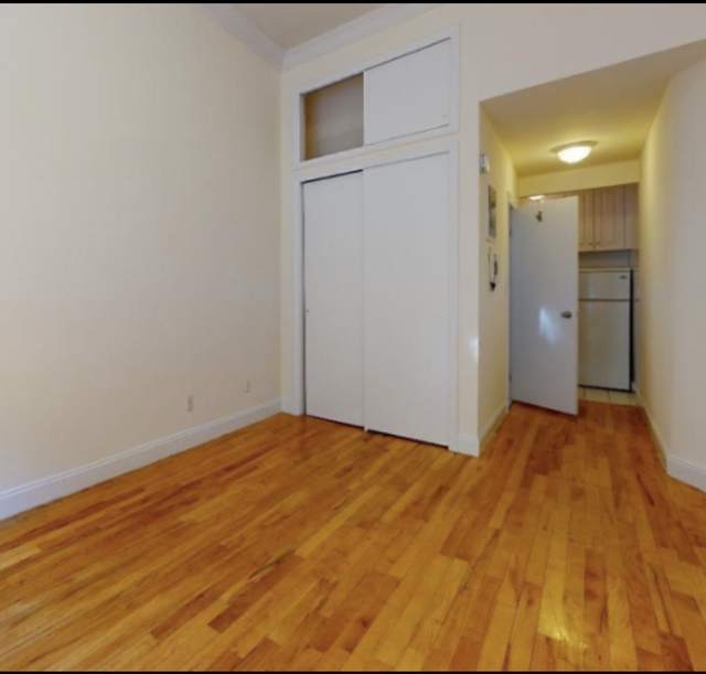Studio, Yorkville Rental in NYC for $1,604 - Photo 2