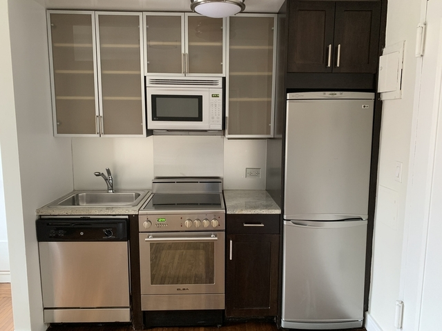 Studio, Lincoln Square Rental in NYC for $2,625 - Photo 2