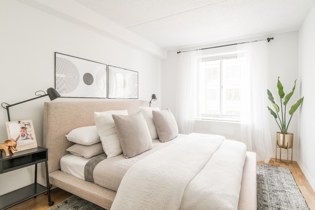 2 Bedrooms, Hell's Kitchen Rental in NYC for $4,800 - Photo 2