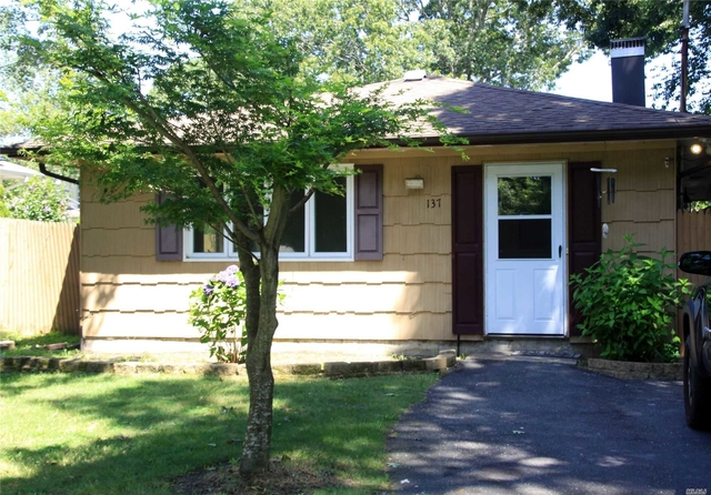 3 Bedrooms, Mastic Rental in Long Island, NY for $2,500 - Photo 1