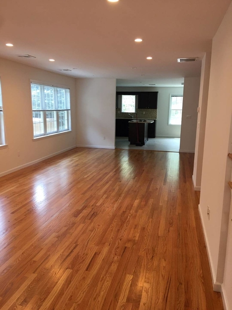 3 Bedrooms, Manorhaven Rental in Long Island, NY for $3,900 - Photo 1