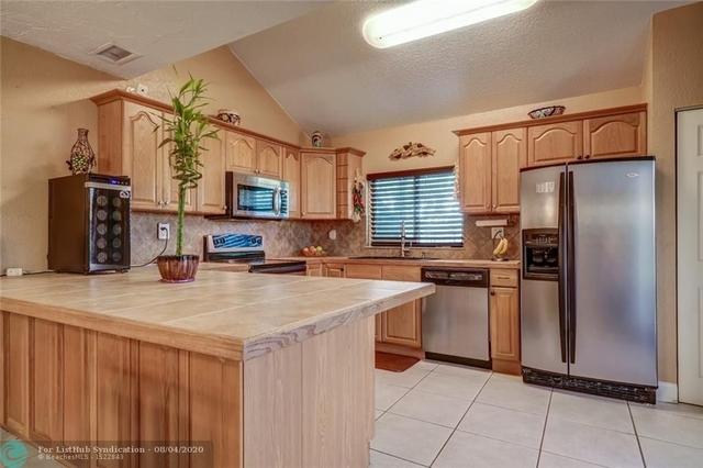 2 Bedrooms, Lago West Rental in Miami, FL for $2,250 - Photo 1