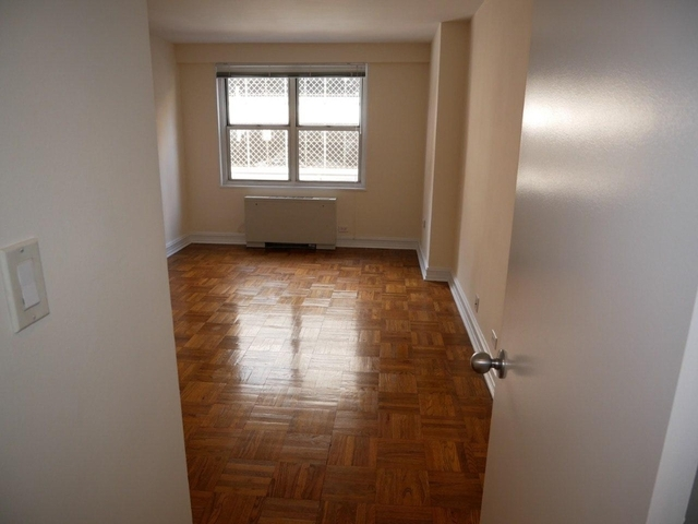 1 Bedroom, Theater District Rental in NYC for $2,765 - Photo 2