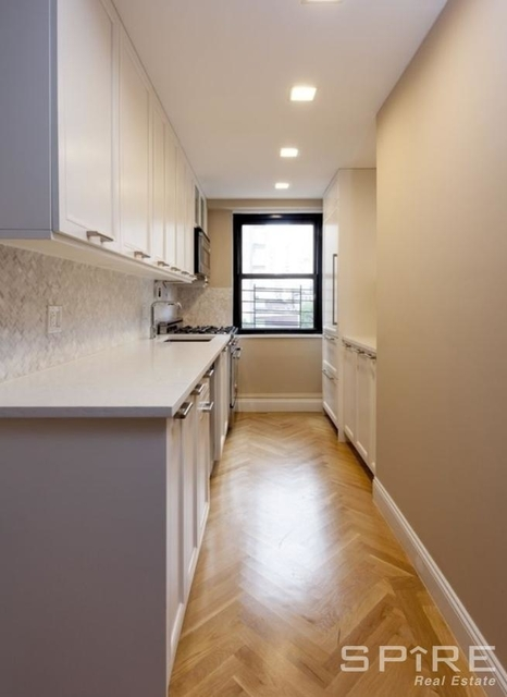 3 Bedrooms, Yorkville Rental in NYC for $6,417 - Photo 2