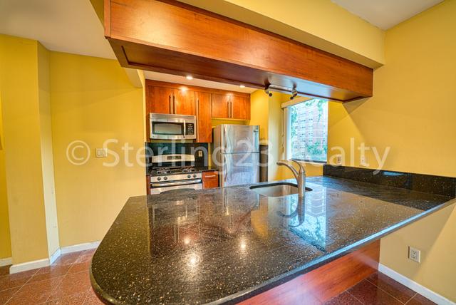 2 Bedrooms, Astoria Rental in NYC for $2,933 - Photo 2