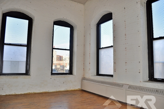 Loft, Red Hook Rental in NYC for $2,900 - Photo 2