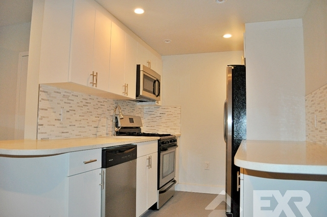 Loft, Red Hook Rental in NYC for $3,125 - Photo 2