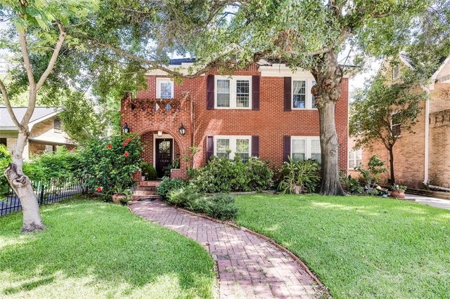 2 Bedrooms, Castle Court Rental in Houston for $2,400 - Photo 1