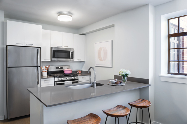 2 Bedrooms, Lathrop Rental in Chicago, IL for $2,150 - Photo 2