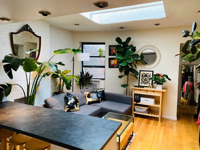 4 Bedrooms, Hell's Kitchen Rental in NYC for $4,650 - Photo 1