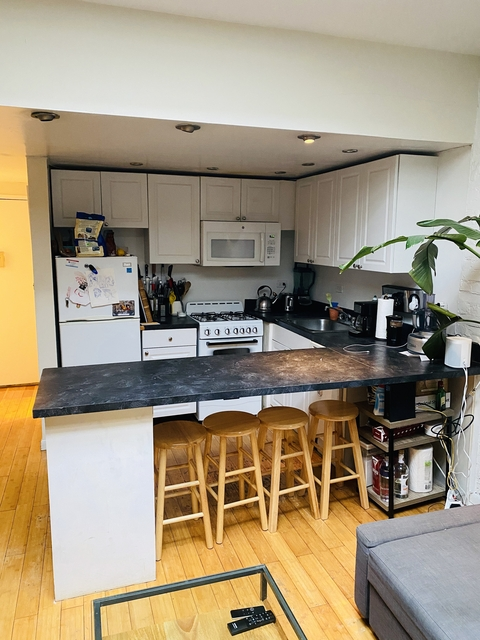 4 Bedrooms, Hell's Kitchen Rental in NYC for $4,650 - Photo 2