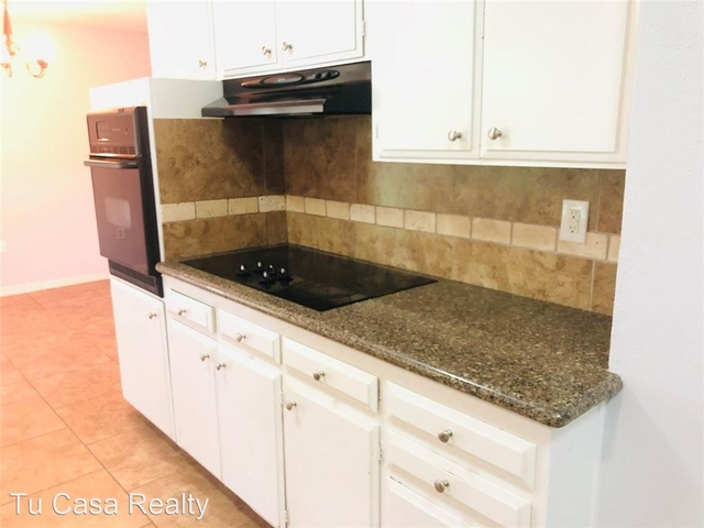 4 Bedrooms, Clear Lake City Rental in Houston for $1,800 - Photo 2