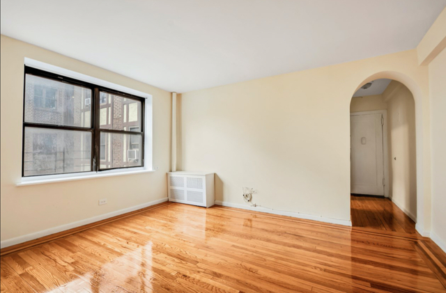 1 Bedroom, Jackson Heights Rental in NYC for $2,176 - Photo 2