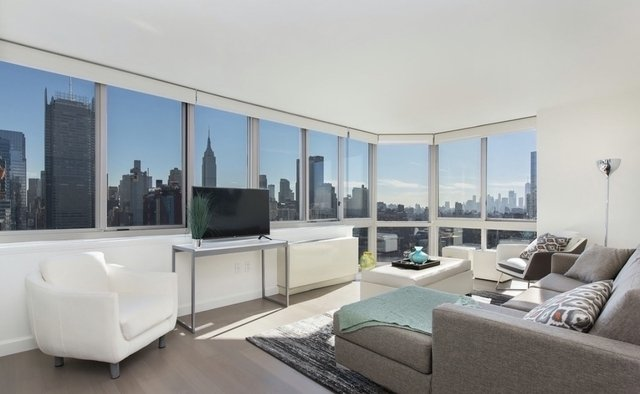 Studio, Hell's Kitchen Rental in NYC for $2,450 - Photo 1