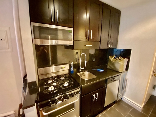 2 Bedrooms, West Village Rental in NYC for $3,927 - Photo 2