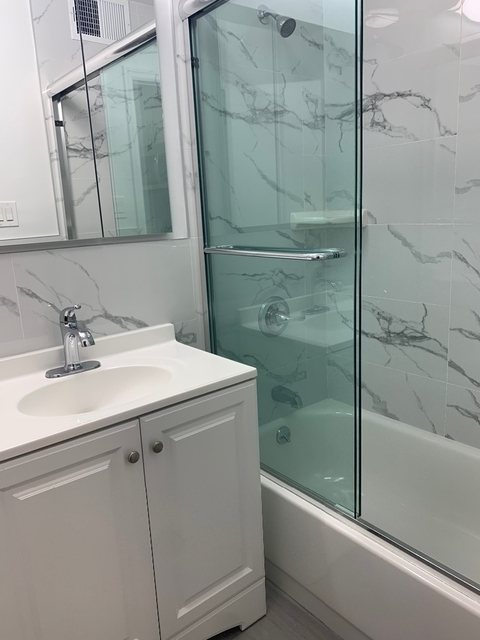 1 Bedroom, Yorkville Rental in NYC for $2,314 - Photo 2