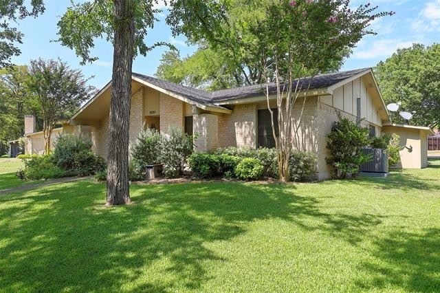 3 Bedrooms, Highland Meadows Rental in Dallas for $2,300 - Photo 2