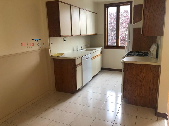 2 Bedrooms, Ditmars Rental in NYC for $2,300 - Photo 2