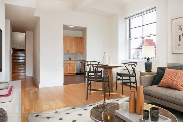 3 Bedrooms, Financial District Rental in NYC for $7,749 - Photo 2