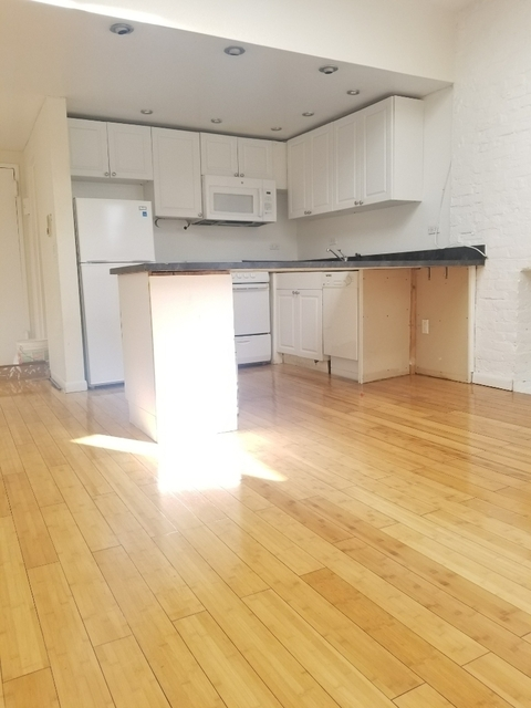 4 Bedrooms, Hell's Kitchen Rental in NYC for $3,570 - Photo 1