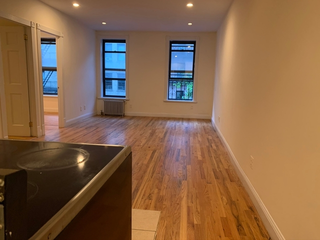 3 Bedrooms, Yorkville Rental in NYC for $3,400 - Photo 1
