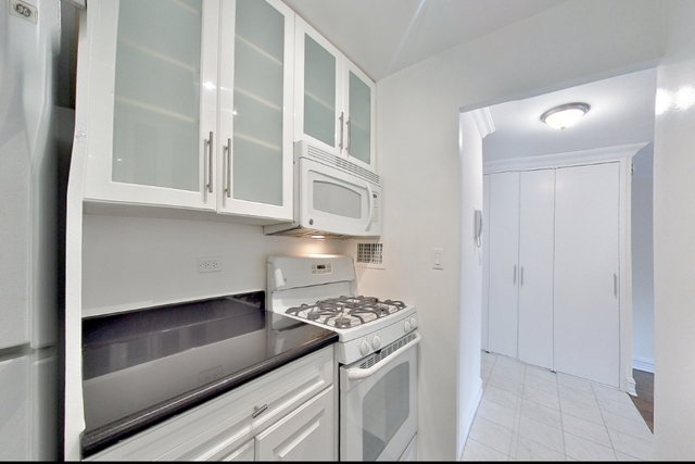 1 Bedroom, Theater District Rental in NYC for $2,745 - Photo 2