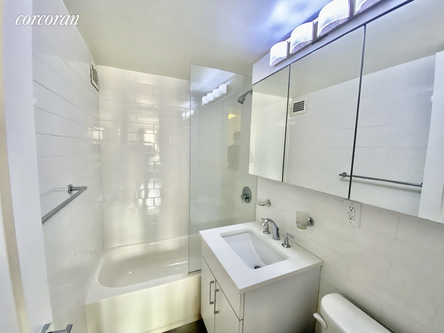 1 Bedroom, Gramercy Park Rental in NYC for $5,900 - Photo 2