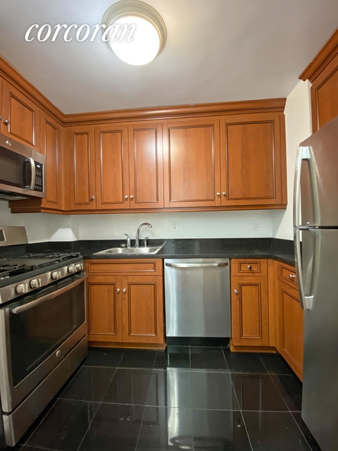 2 Bedrooms, Hell's Kitchen Rental in NYC for $2,578 - Photo 1